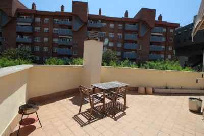 Deux-pièces avec terrasse à Barcelone avec de nouvelles finitions et des équipements